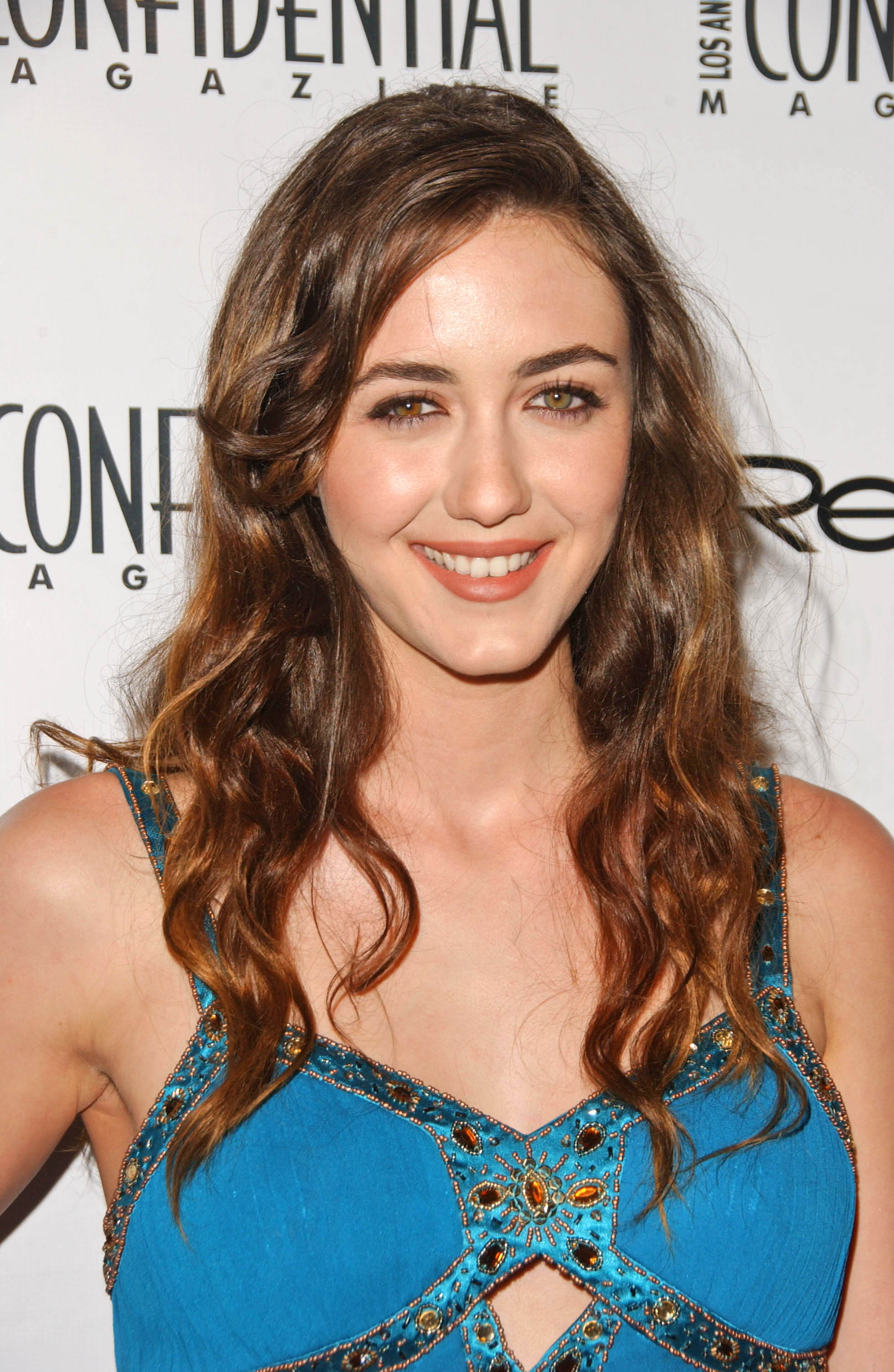 madeline zima plays mia the sexy 16 year old who slept with hank moody and stole his book