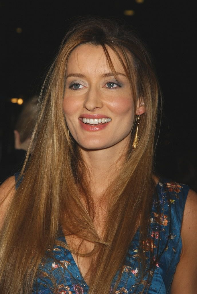 natascha mccelhone plays Karen Hank Moodys wife